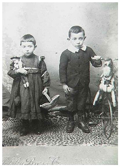 Bessie and Abraham, daughter & son of Hyman Mansker,  London circa 1903