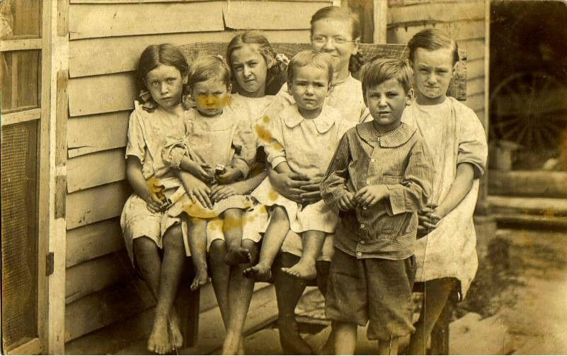 Goldie Mansker is 3rd from the left than Roena Lewis and that might be Hugh Mansker on her lap and Gordon Clair Mansker is standing in front.The other kids and Roena is Hattie's sister Lucy's kids