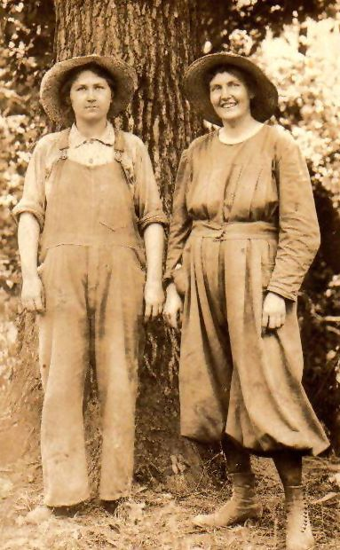 Hattie Island Pearson and her sister Lucy