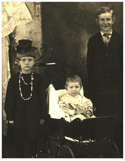 Roy, Alberta Winnie & Edna Christine Carson, 1918